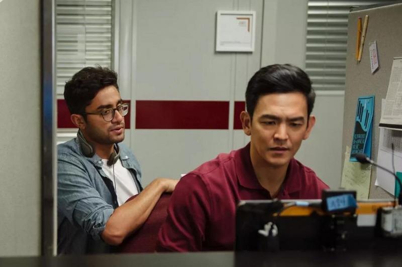 阿尼什与男主演 John Zhao 在片场沟通