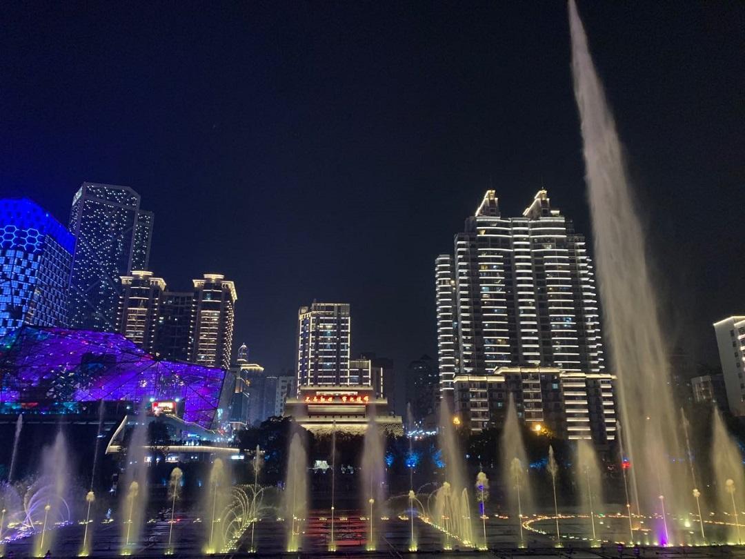 柳江边的音乐喷泉